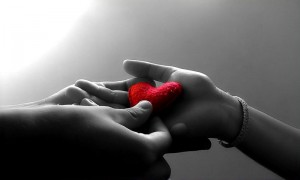 fond-ecran-romantiaque-coeur-couple-300x180